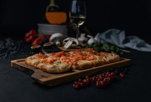 фокача с моцарела и домати